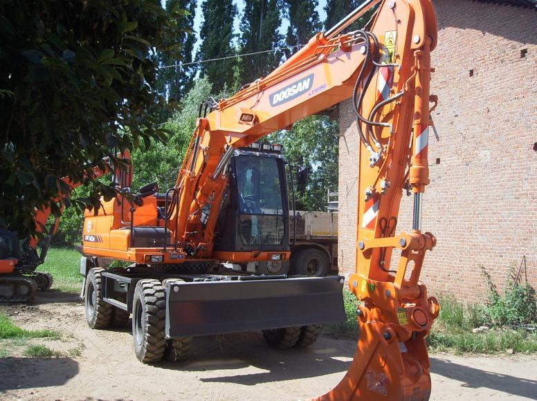 Escavatore Gommato – ESCAVAZIONI VAL SUSA S.R.L. (TO)